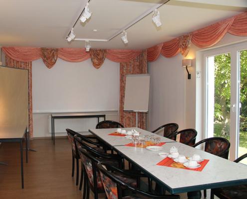 Das Landhotel Löwenbruch - Tagungsraum weitere Ansicht mit Gartenblick