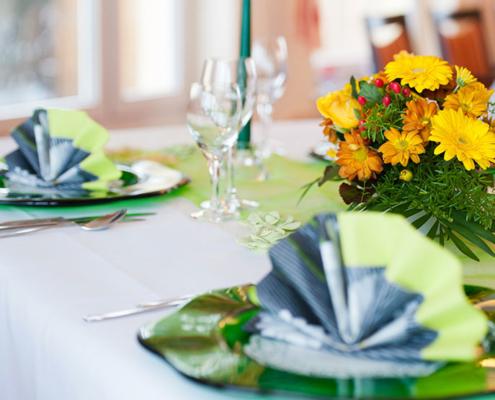 Das Restaurant »Zum Galloway« - Bild Tischdeko mit herrlichen Sommerblumen