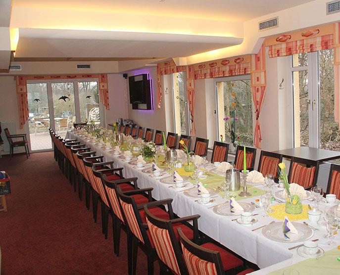 Restaurant »Zum Galloway« - Bild schön gedeckte lange Tafel