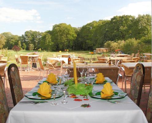 Das Landhotel Löwenbruch - Bild Tisch mit Blick in die Natur
