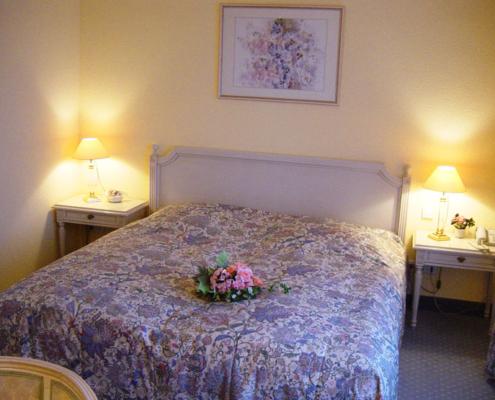 Landhotel Löwenbruch - Zimmer - Hochzeitszimmer mit Doppelbett