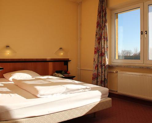 Landhotel Löwenbruch - Zimmer mit Kingsize-Bett