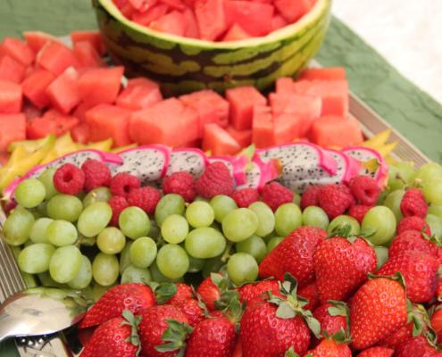 Leckeres Brunch/Buffet im Restaurant »Zum Galloway« mit Erdbeeren, Melone, Weintrauben, ...