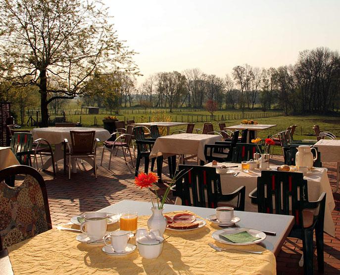 Das Landhotel Löwenbruch - Geniessen Sie ein köstliches Frühstück auf unserer Terrasse